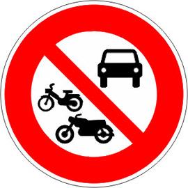 Accès-interdit-à-tous-les-véhicules-à-moteur