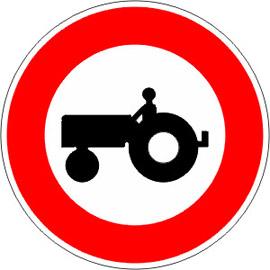 Accès-interdit-aux-véhicules-agricoles-à-moteur