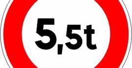 Accès-interdit-aux-véhicules-dont-le-poids-total-excède-le-nombre-indiqué