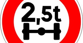 Accès-interdit-aux-véhicules-pesant-sur-un-essieu-plus-que-le-nombre-indiqué