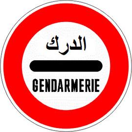 Arrêt-au-poste-de-gendarmerie